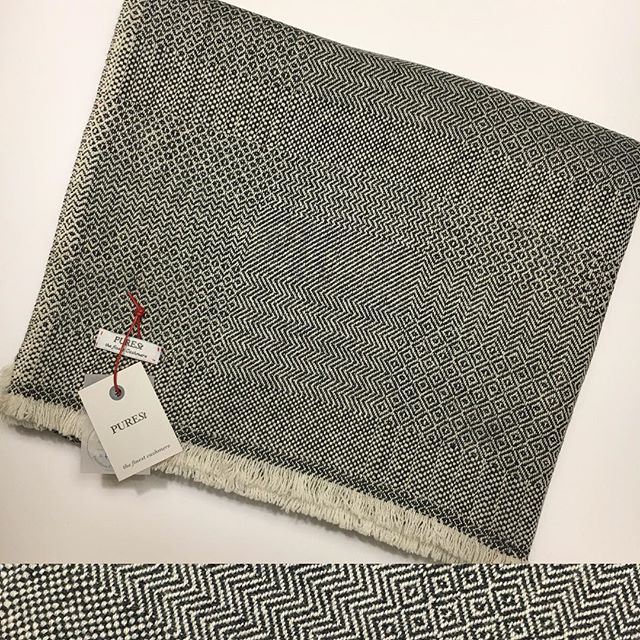 A preview from our Home Collection FW 2017/18 in pure Mongolian Cashmere, PUREST's large blanket in the iconic Mixed Jacquard design, contemporary sophistication for urban citizens. Celebrate the new year with style, we make available exclusively to our IG followers just three pieces in natural white and charcoal grey shades, nicely packed in our luxury box. Special introductory price of 600 EUR, including Worldwide express shipping. Send us a private message for all details. First-come, first-served.  #PUREST #cashmere #luxury #home #blanket #FW17 #gift