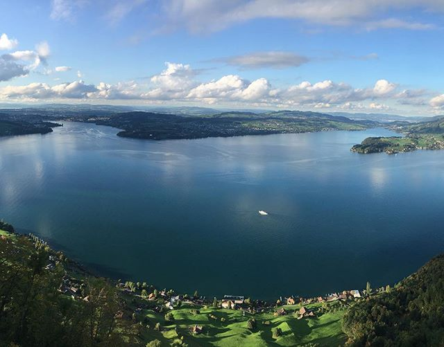 The Heaven between earth and sky. Luxuriating teatime with breathtaking view, from Lucerne to Rigi Mountain. PUREST's bliss.  #PUREST #Switzerland #Lucernelake #Bürgenstock