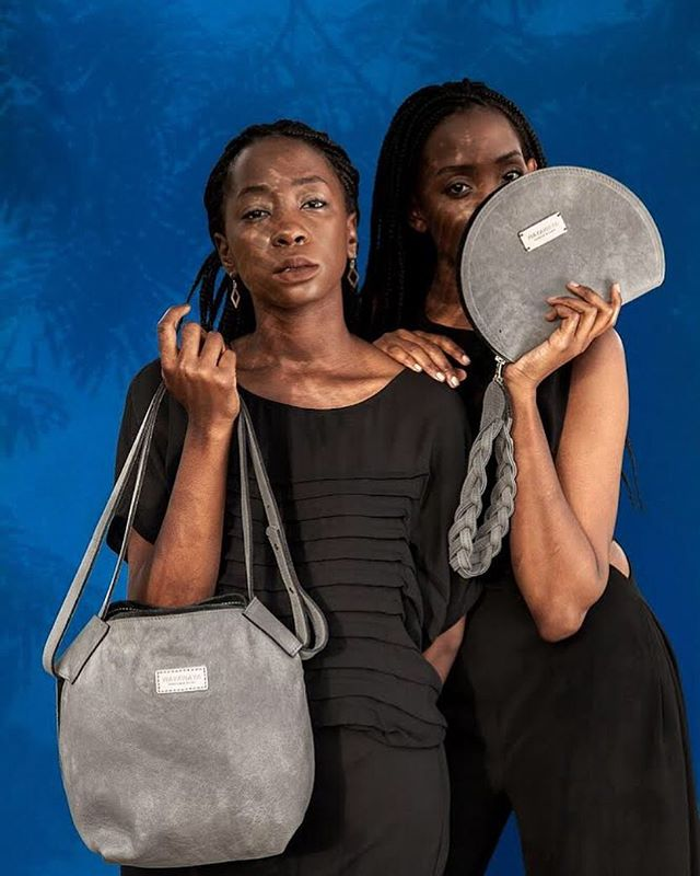We love grey! We believe it's one of the queens of color and makes everything look good. Do you agree, what are your favorite bag colors?