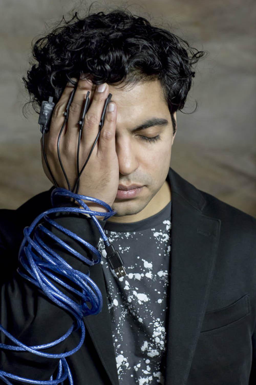 zubin kanga: the cyborg hand -