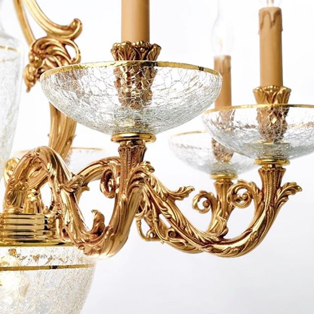 Details, French gold finish with crackled glass, hand painted in gold around the rim. Design and manufactured in Italy! . . . . #luxurylighting #interiorstyling #elledecor #interiordecorating #designerhome #interiordesigner #interiorismo #interior123 #interior124 #decorating #luxedesign #luxurydesigns #luxeinteriors #bespokelighting #interiorinspo