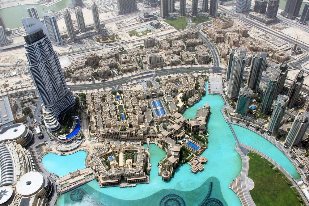 The View from the top of Burj Khalifa is simply unreal. It literally feels like someone had been playing lego to build the perfect metropolis in the middle of the Arabian desert.