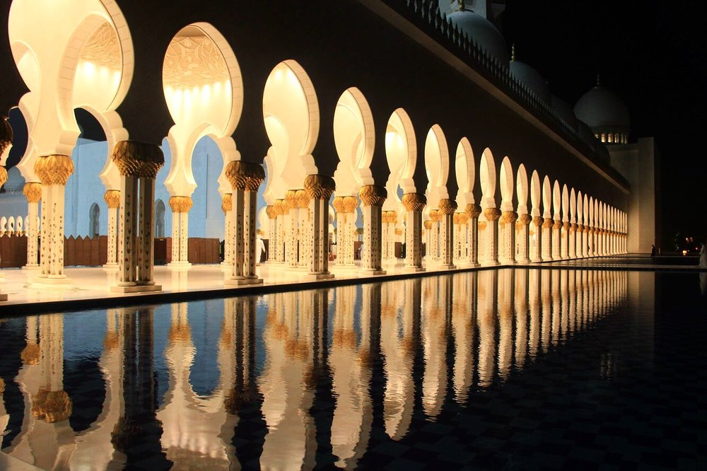 Sheikh Zayed Mosque by night. This is one of the most exquisite modern buildings we have ever seen. 100% recommendable for all the architecture lovers.
