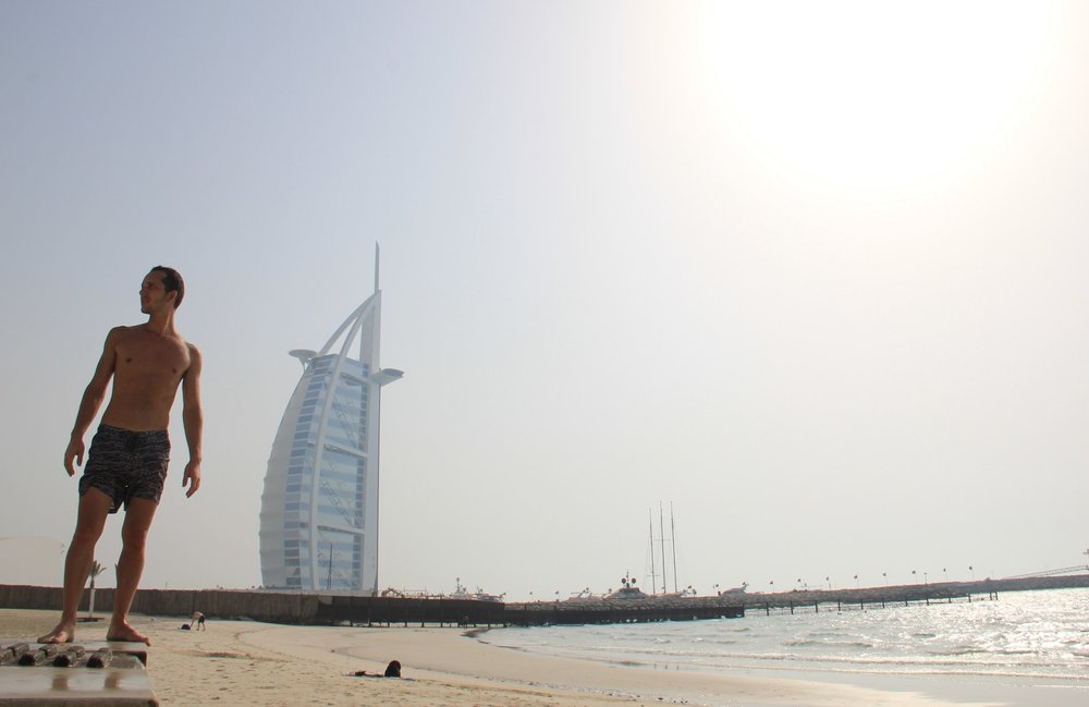 After walking around Dubai for a few hours we decided to refresh ourselves in the beach... the big surprise was the water temperature, it literally felt like soaking into a jacuzzi instead of swimming into the ocean 🤣 But with this beautiful view of the Burj Al Arab who can complain?