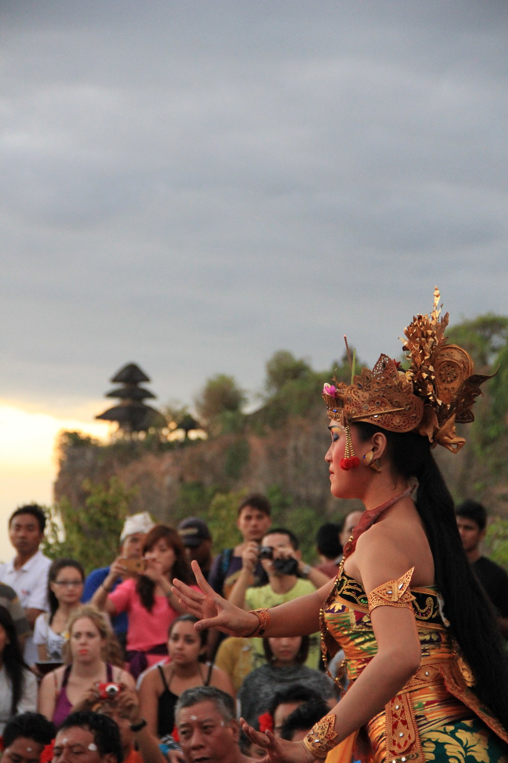 Their unique traditions and culture is what makes Bali such a special place 🙌🏽 Uluwatu temple is perched on top of a steep cliff 70 metres above sea level and it is where the Kecak Fire Dance takes place. This is one of the most iconic art performances of the island, so be sure to get there on time and enjoy it with an amazing sunset as a background 🌄
