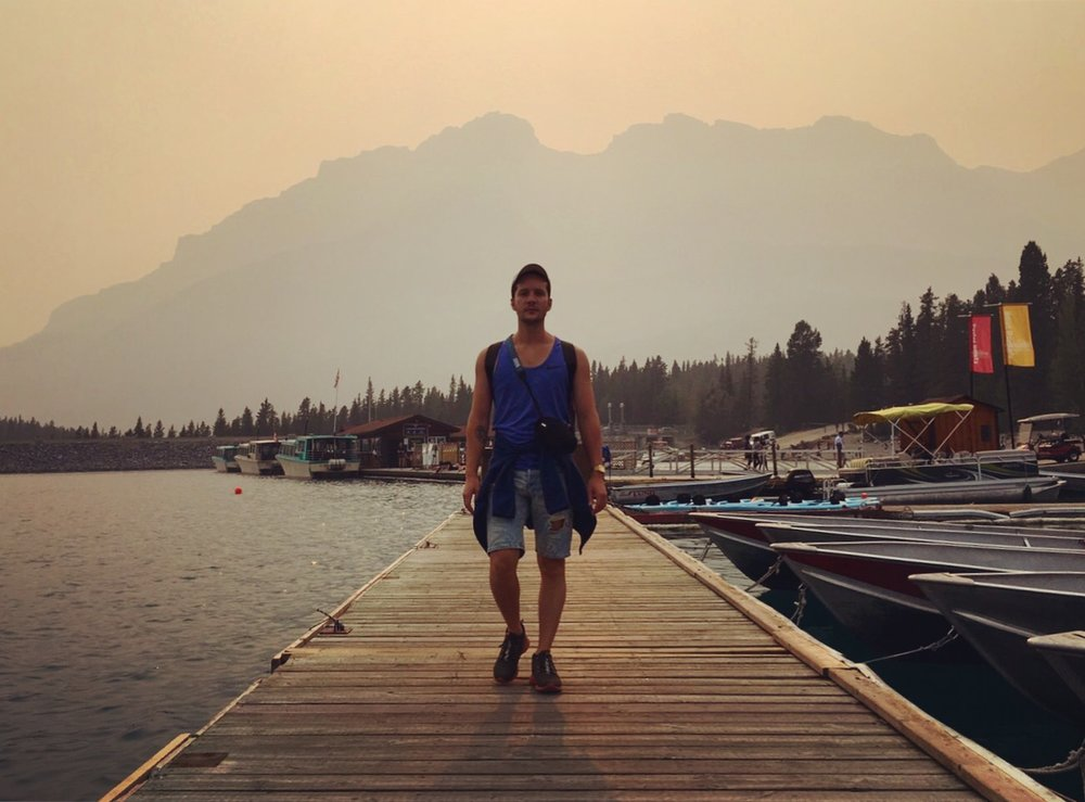 This here is Lake Minnewanka. The surroundings would have been spectacular but the wildfire smoke make the air very hazy.