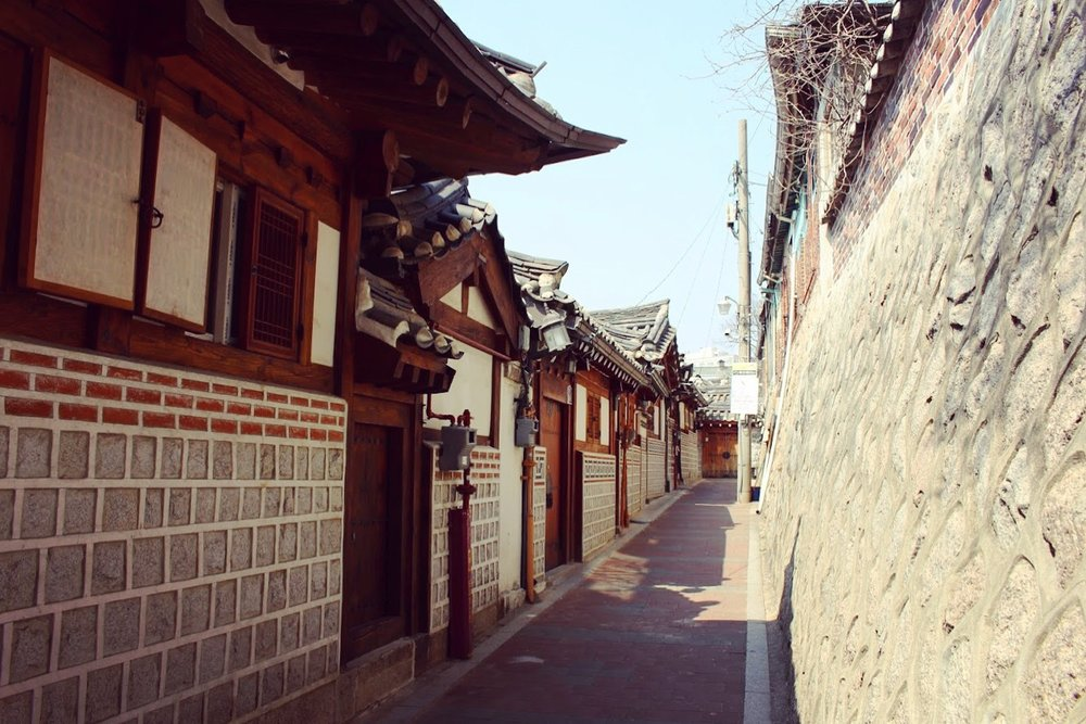 Seoul may be modern but the city has retained a lot of its traditional structures. This is why it's so fun to explore Seoul.  You'd go into alleyways and small side streets and then discover an ultra modern bar for a drink.