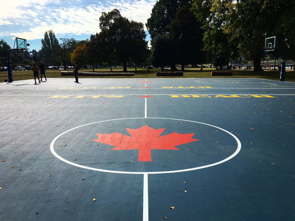 This is the coolest basketball court in Vancouver 🏀 located by the sea next to Kitsilano beach. Didn't we say we love Kits already?