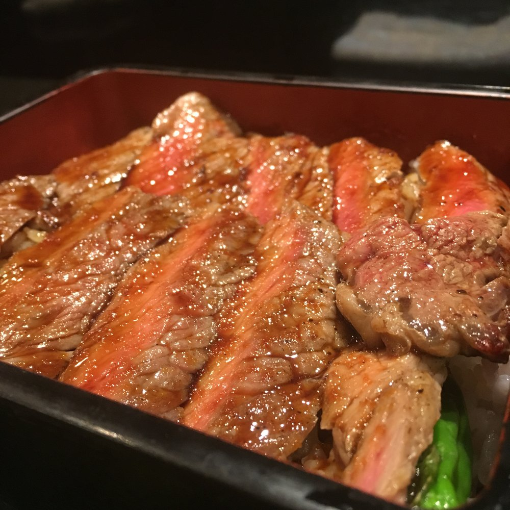 Ohmi Wagyu beef seasoned with sea salt and soya sauce. This is all you need when having this Japanese premium beef steak 🥩🍚🍵