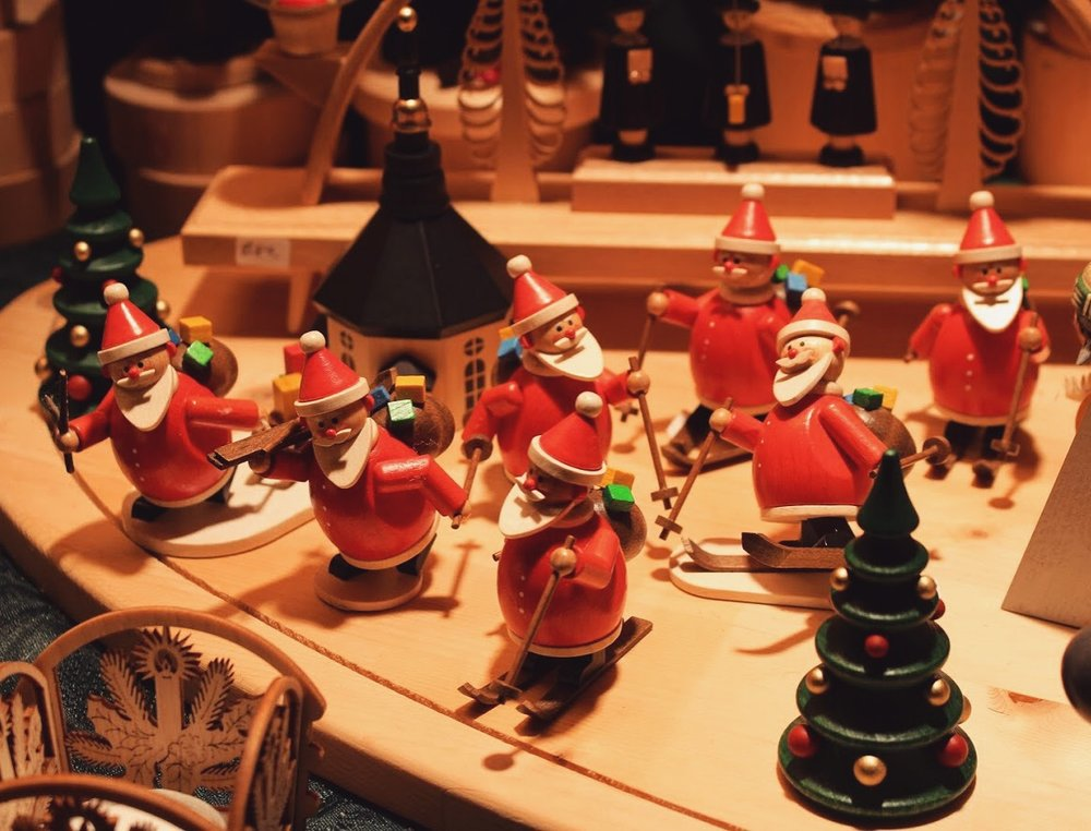 🎁🎄🎅🏼 Head to Vancouver Christmas Market for handcrafted Xmas decor, yummy food and live music!