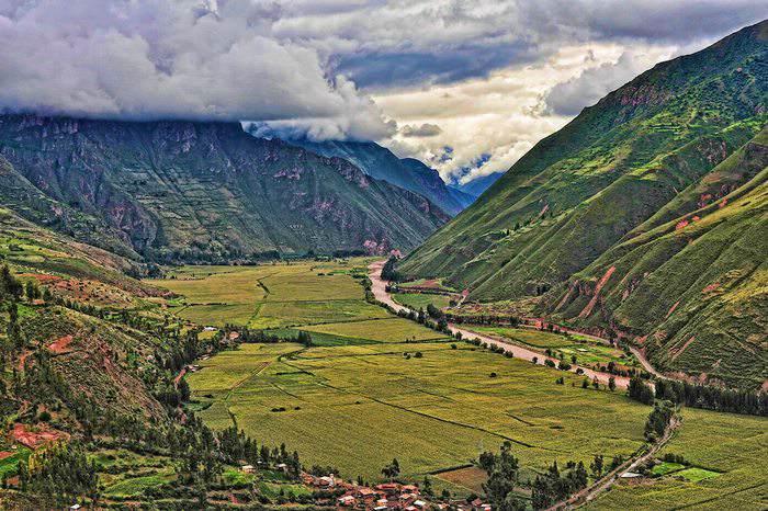 exploring-the-Sacred-Valley-in-Peru.jpg