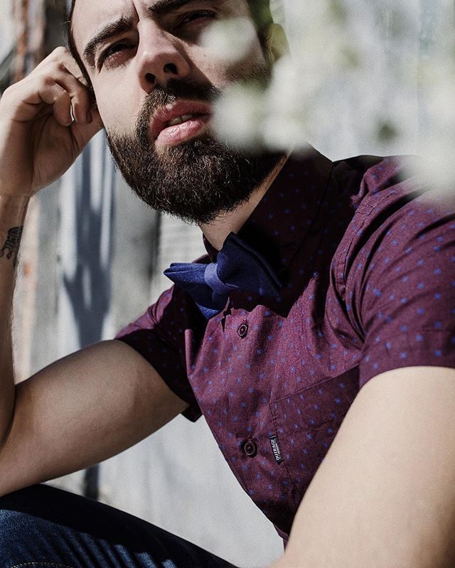 Dare to play with colours. Get this bow tie now and enjoy free shipping to EU and US.  #labofkings #upcycled #contemporary #rebellious #ethicalfashion #sustainablefashion #ethicalmenswear #savetheplanet #selfconfidence #slowliving #preciousmoments #madeinlithuania #weddingbowtie #bowtie #bowties #changinglives #personalstyle #daretocreate #inspirational #etsyseller #creativelife #vilnius #lietuva #lithuania