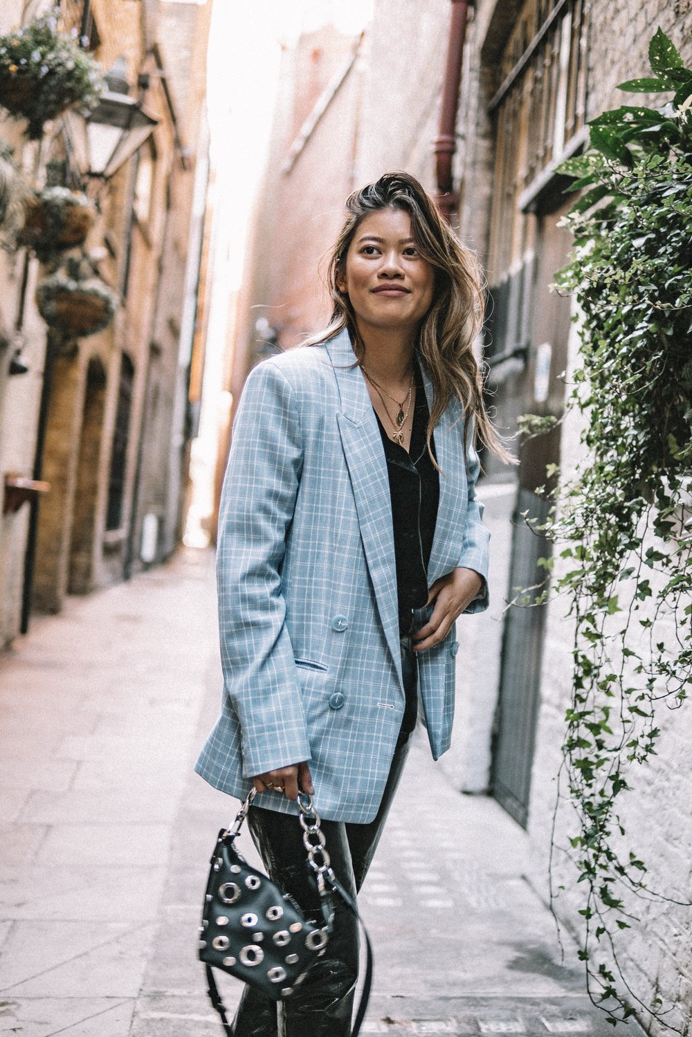 This checkered blazer has got to be one of my favourite transitional pieces for spring. Keeping it suited to the weather but with a lighter, more refreshing colour will uplift your mood and spirit. -