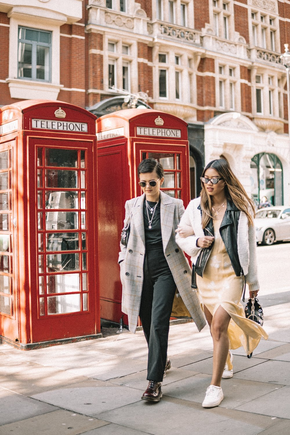 RUNNING AROUND LONDON WITH MY PARTNER IN CRIME - Totally forgot to post these cute pics Chloe & I took during LFW from February. It feels like this year has gone by so fast as we're already in June. How did this happen? Were we all too caught up in the weather to notice? Anyways, with summer coming up so soon I'm already planning my next trip away! Where shall I go this summer?