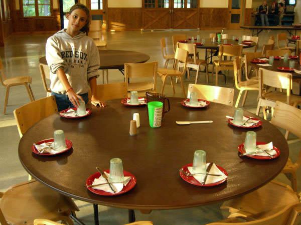 Becket_dining_hall_interior.jpg