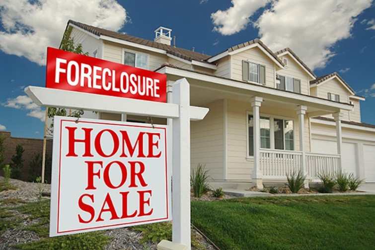 Facing Foreclosure - If you lose your home to foreclosure your credit score can drop by as much as 250 to 280 points!  Many years of expenses and limited credit are the long-term consequences of a foreclosure making financial recovery very difficult. Are you in danger of foreclosure?  Save your credit and mind and sell your home to Joe E today!
