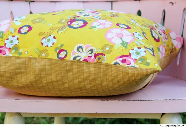 A Pillow Cover for Fall via cottagemagpie.com