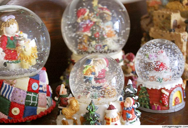 Christmas Snow Globes via Cottage Magpie