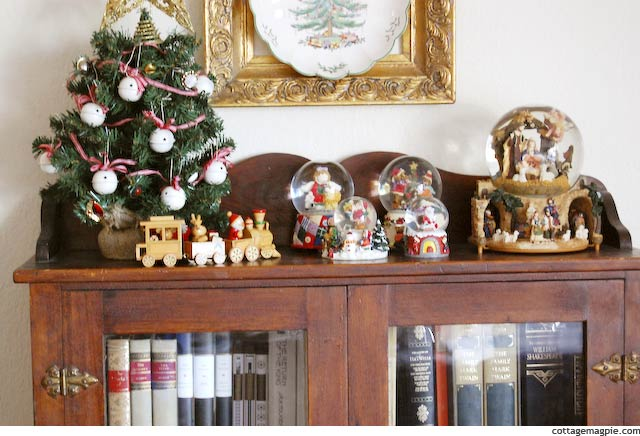 Christmas Vignette via Cottage Magpie