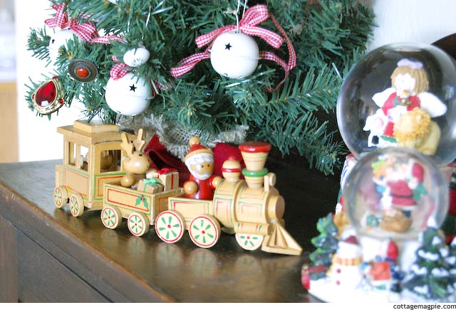 Christmas Toy Train via Cottage Magpie
