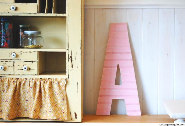 DIY Vintage Style Wood Sign Letter Tutorial via Cottage Magpie