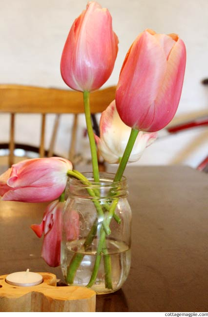 Tulips in Mason Jar via cottagemagpie.com