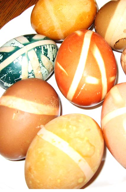 Natural Dyed Easter Eggs via Cottage Magpie