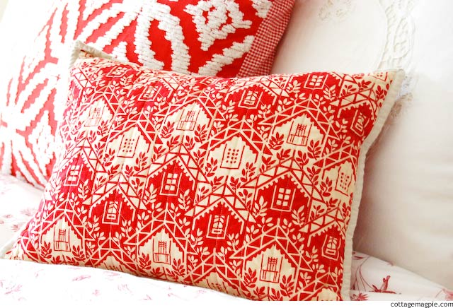 Christmas Pillows via Cottage Magpie