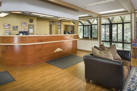 Rocky Waters Motor Inn Lobby