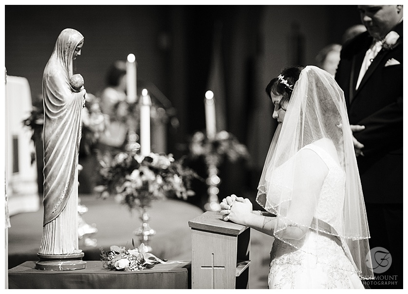 bride praying to mary