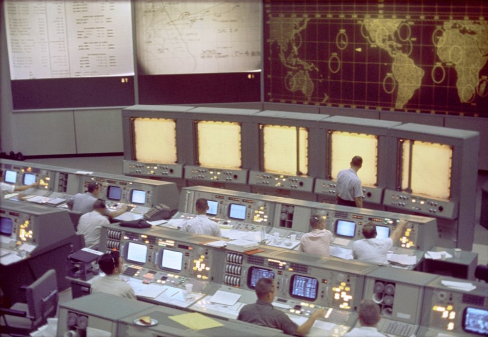 Gemini Mission Control — A high functioning, co-located team.