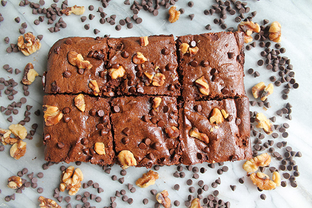 Double Chocolate Paleo Zucchini Brownies - If you're looking to satisfy your sweet tooth without of all of the yucky refined sugar and carbs, these chocolate zucchini brownies by No Bread are for you! I mean really, how delicious do these look?!