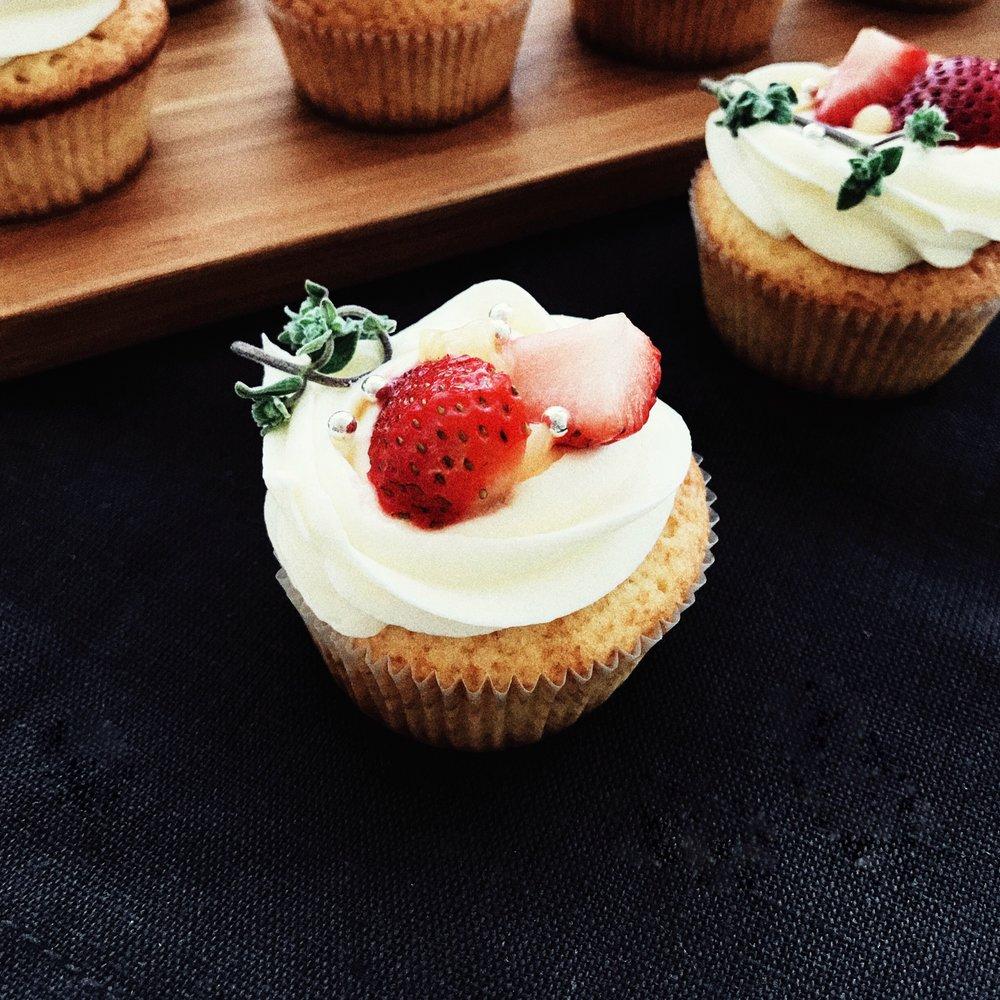 LemonCupcakes_Strawberries_LemonCurd by The Good Cake
