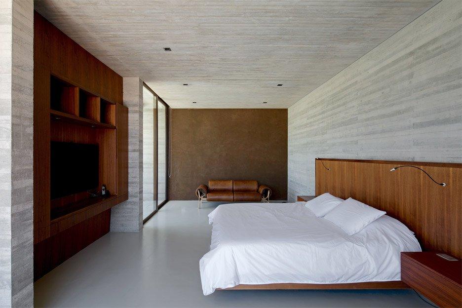 casa-house-bulcke-cristian-hrdalo-residential-concrete-linderos-chile_dezeen_936_7.jpg