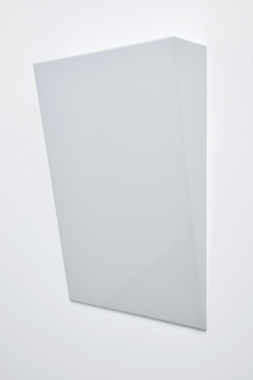 SUZIE IDIENS  Untitled #7  2016 MDF, polyurethane 100 × 70 × 20 cm