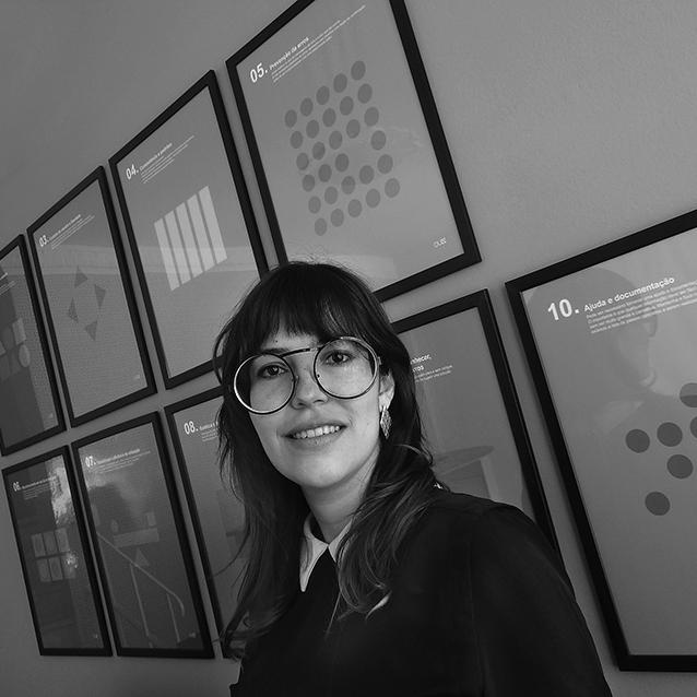Melina Alves   Fundadora da  DUXcoworkers.com , a primeira rede de serviços integrados de UX do Brasil. É Prof. no MBA de UX, Arquitetura da Informação e Usabilidade da Faculdade Impacta. Publicitária, Roteirista, Redatora e Especialista em Arquitetura da Informação e Administração Empreendedora.Mais de 12 anos trabalhando para melhorar o relacionamento de pessoas com os negócios em plataformas interativas. Em 2013 foi eleita entre 10.000 mulheres empreendedoras do Brasil pela FGV e Goldman Sachs.  Contato: melina@duxcoworking.com   Site: duxcoworking.com