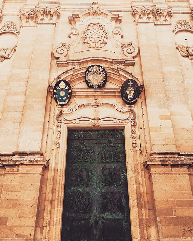 The beautiful bronze doors of St George's Basilica 🇲🇹 #stgeorgesbasilica #stgeorgessquare #bronzedoors #victoria #gozo #malta #houseofgozo #giftshop #art #gallery #traveltogozo #maltagozo #maltaphotography #gozophotography #lovinmalta #visitgozo #maltaliving #seamalta #visitmaltait #lovemalta #maltalovers #maltaisamazing