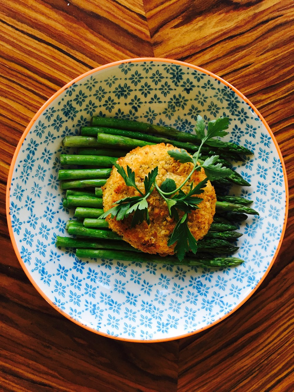 Salmon fishcakes with buttery asparagus - my own concoction, albeit the fishcake is store bought. I'm sure it's better to make your own but this is so quick! Bung it in the oven and all you need to do then is fry up the asparagus. Boom! Only drawback is smelly wee from the asparagus but it's good enough to put up with two or three smelly wees!