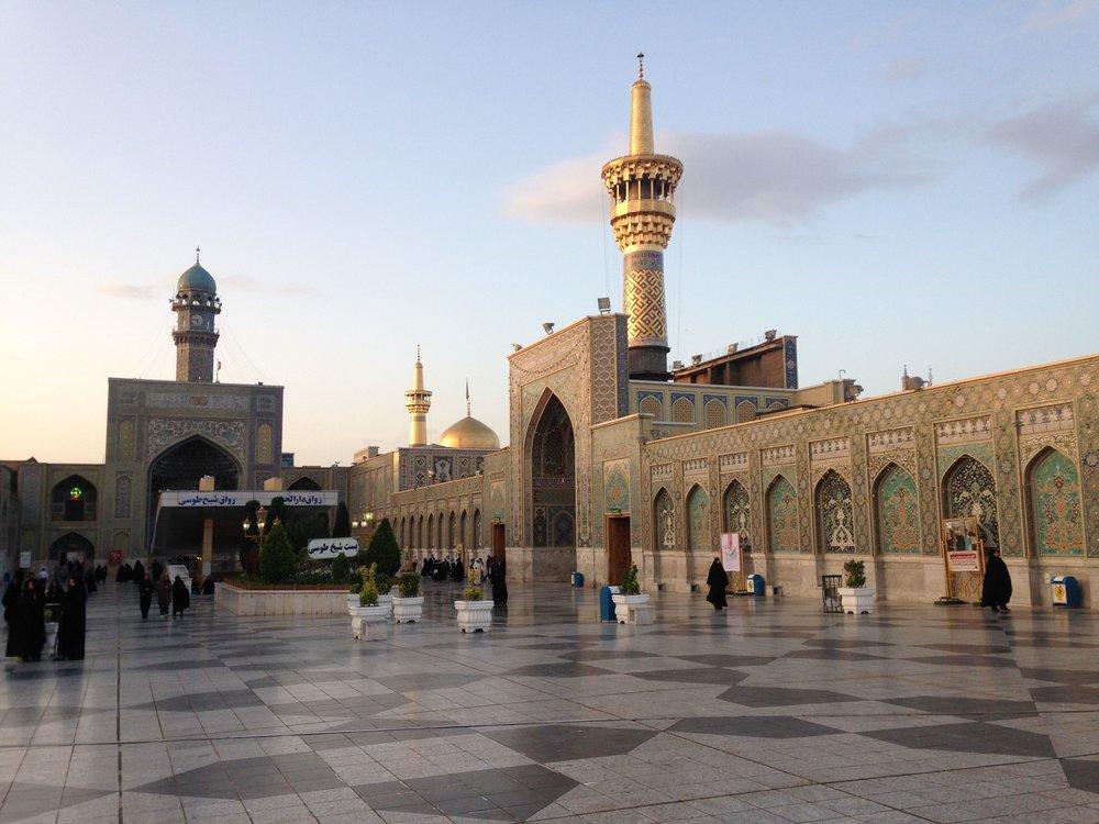 Shrine of Imam Reva Minaret.jpg