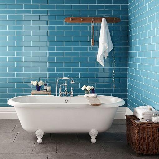bathroom-blue-bluetiles-bathtube