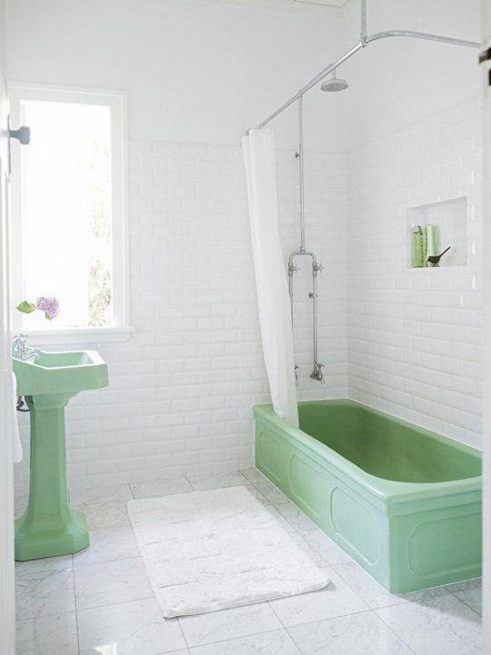 green-bathroom-50s-bathtube-zink-retro