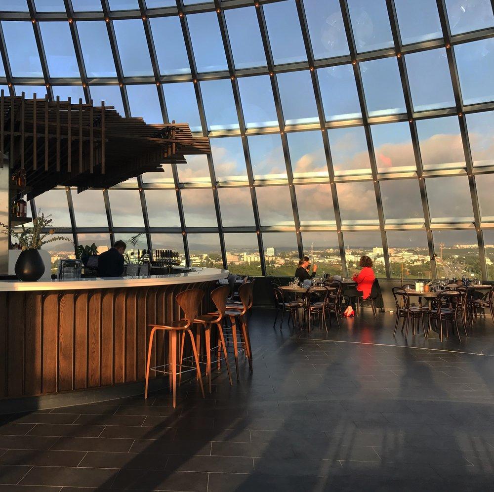 útíbláinn-restaurant-kaffitar-perlan-reykjavik-iceland-view