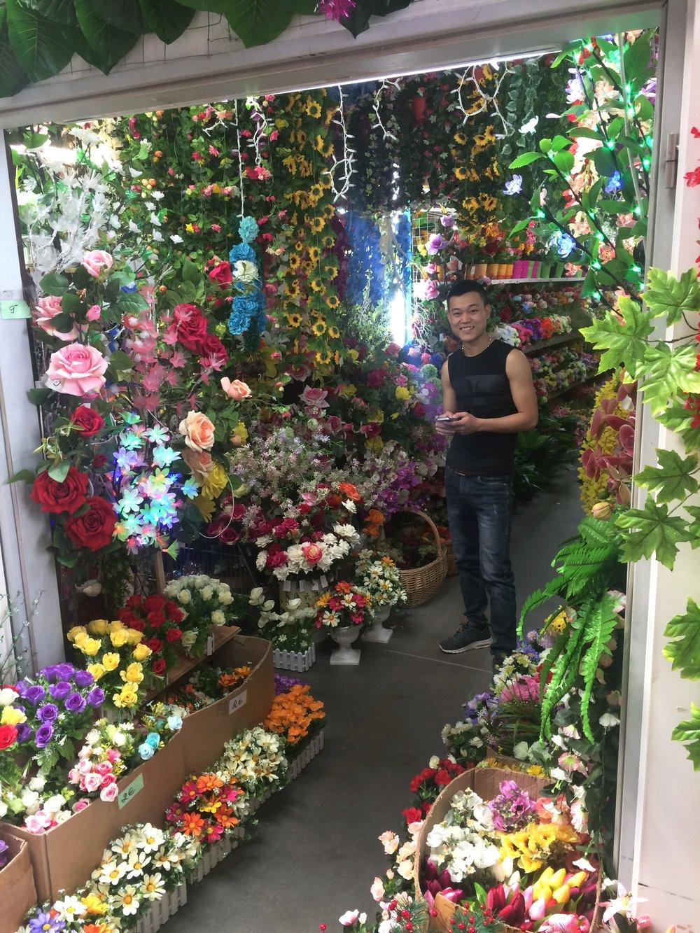 Dong-Xuan-Center-flowers