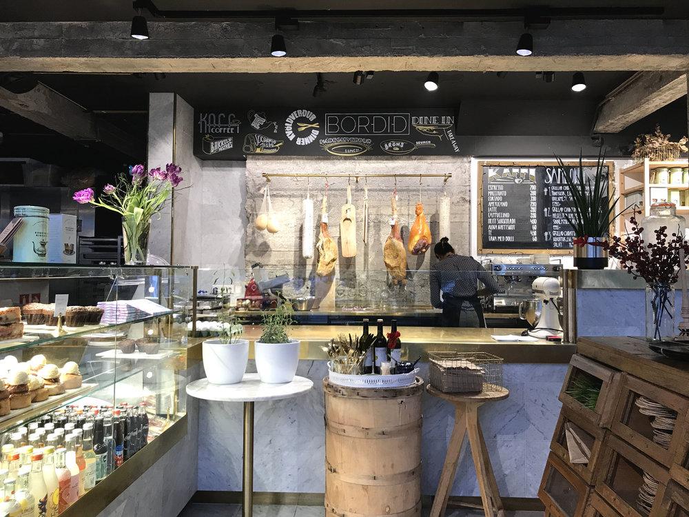 bordid_ægissida123-cafe-coffeehouse.jpg