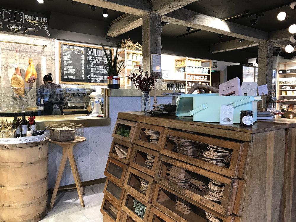 bordid-ægissida123-coffeehouse-cafeshop-reykjavik.jpg