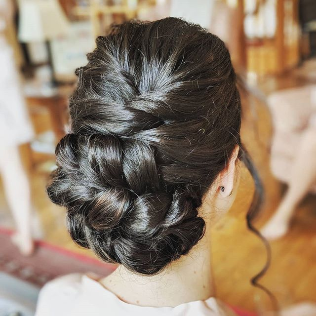 This lady had incredible hair, unbelievably thick and curly. I prepped with @bumbleandbumbleuk invisible oil primer to nourish and protect, then went through with the straighteners in the roots to get the right amount of texture going on. SO MUCH HAIR 😂😎 love a challenge ✌️ . . . . . . . #bridalhairsurrey #bridalhairkent #brunettebeauty #brunetteinspo #hairupinspo #braidsofinstagram #twistedupdo #braidedhairstyles #braidsfordays #bumbleandbumble #bridesmaidinspo #bridesmaidhairstyles #boho #bohohair #bohemianbride #bohowedding #coolbride #modernbride #kentbride #engaged #weddinghairkent #kentweddinghair #kentweddingsupplier #sevenoakswedding #tunbridgewellsbride #sevenoaks #sevenoakshairup #herohairstylist #lovehairtribemember