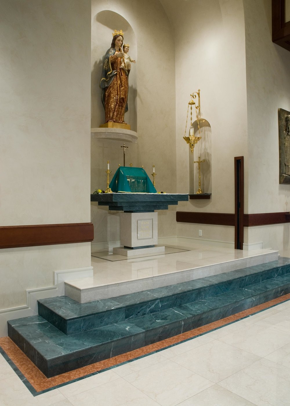 Reston-Study-Cntr-001-steps-and-rear-altar.jpg