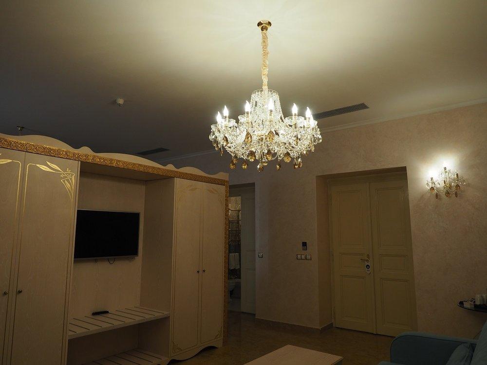 Wranovsky crystal, hotel Caruso  (2).jpg