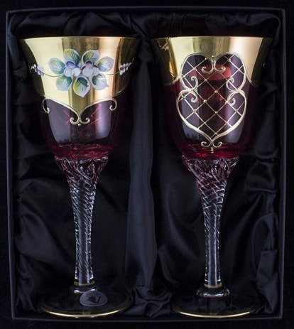 Hand decorated wine glasses – pink