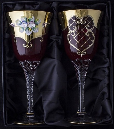 Hand decorated wine glasses – blue content: 230 ml
